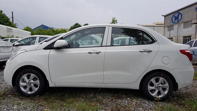 Hyundai i10 sedan 1.2 MT bản đủ